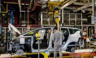 La chaîne de montage d'un modèle Espace de Renault le 26 novembre 2014 dans l'usine française de Douai (Nord)