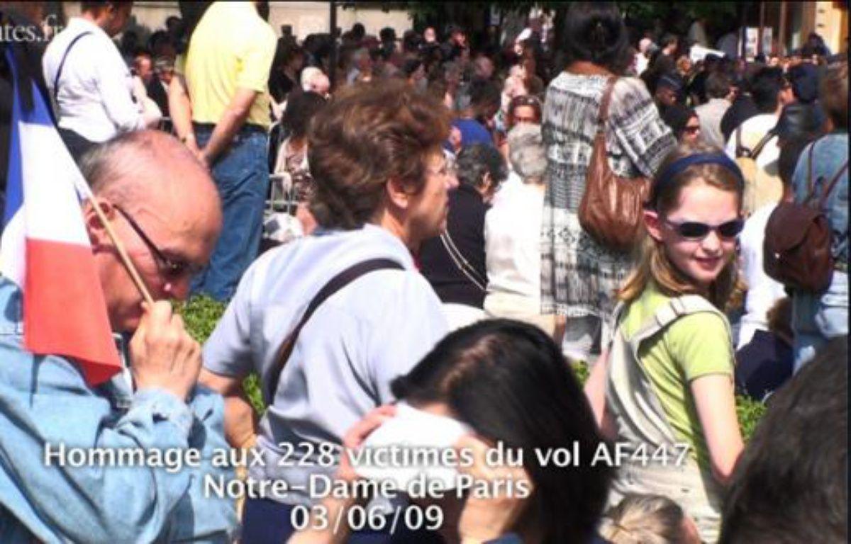 Hommage aux victimes du vol AF447 à l'église Notre-Dame le 3 Juin 2009. – DR
