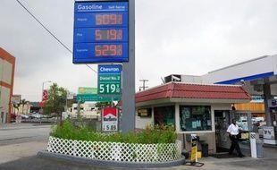 La hausse des prix de l'essence a sérieusement entamé, en pleine année électorale, le pouvoir d'achat des Américains cet hiver, mécontents de voir leurs revenus rester à la traîne.