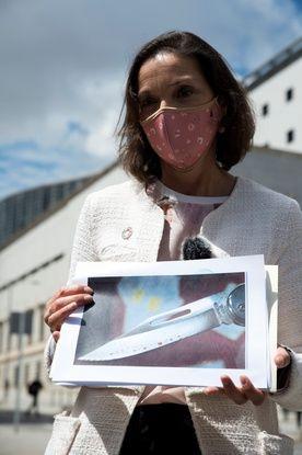 648x415 en espagne la ministre de l industrie a recu une lettre contenant un couteau et du sang