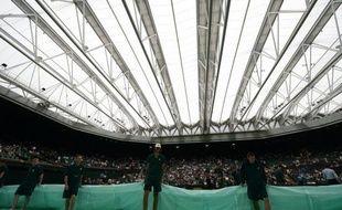 Le tournoi de Wimbledon a annoncé mercredi une augmentation de sa dotation de 40% dès cette année et la construction d'un deuxième toit qui équipera le court N.1 à partir de l'édition 2019. Quelque 22,6 millions de livres (26,5 millions d'euros) seront versés aux joueurs entre le 24 juin et le 7 juillet prochains, ce qui constitue un record dans l'histoire du tennis.
