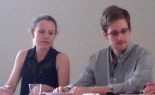 La Russie était dans l'attente d'une demande officielle d'asile de la part de l'ex-consultant Edward Snowden, recherché pour espionnage par Washington qui multipliait les pressions sur les autorités russes.
