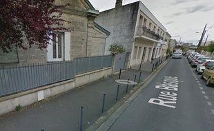 La septuagénaire a été découverte dans une voiture stationnée dans la rue Basque dans le quartier Caudéran de Bordeaux.