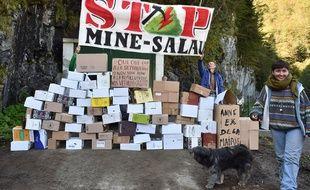 Lors d'une manifestation devant l'ancienne mine de Salau, en septembre 2017.