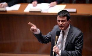 """Manuel Valls a annoncé mercredi soir une """"réforme d'ampleur"""" du contrat d'accueil et d'intégration (CAI), signé par les étrangers qui arrivent légalement en France pour s'y installer."""