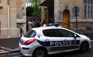 L'école de la rue Cler, dans le 7e arrondissement de Paris, devant laquelle s'est suicidé un homme le 16 mai 2013.