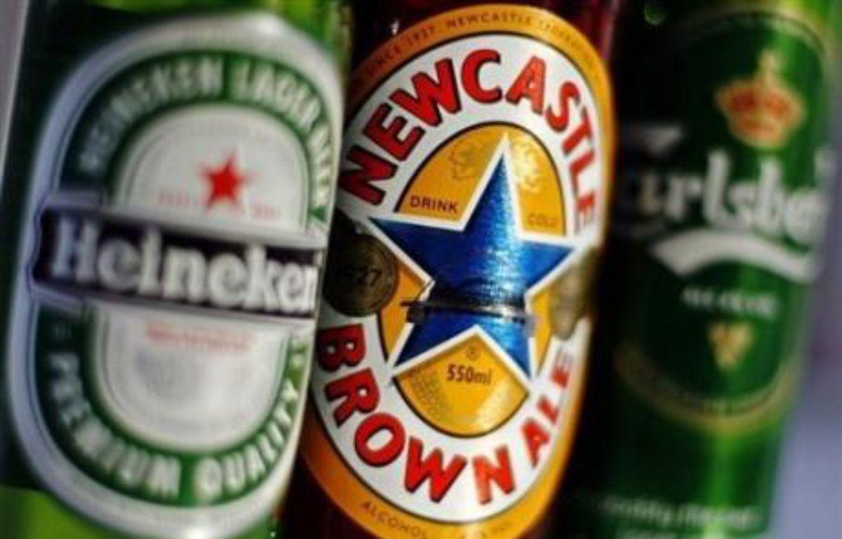 La fièvre des fusions agite le marché mondial de la bière, où les brasseurs tentent de réagir face au ralentissement de leurs marchés historiques et à la flambée des matières premières. – Leon Neal AFP/Archives