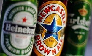 La fièvre des fusions agite le marché mondial de la bière, où les brasseurs tentent de réagir face au ralentissement de leurs marchés historiques et à la flambée des matières premières.