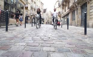 Promenade à vélo dans les rues de Bordeaux pour Cap à l'ouest, le road trip de 20 Minutes Magazine.