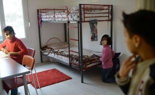 Des enfants d'une famille irakienne réfugiée dans leur logement à Bessancourt (Val-d'Oise), le 2 janvier 2016.