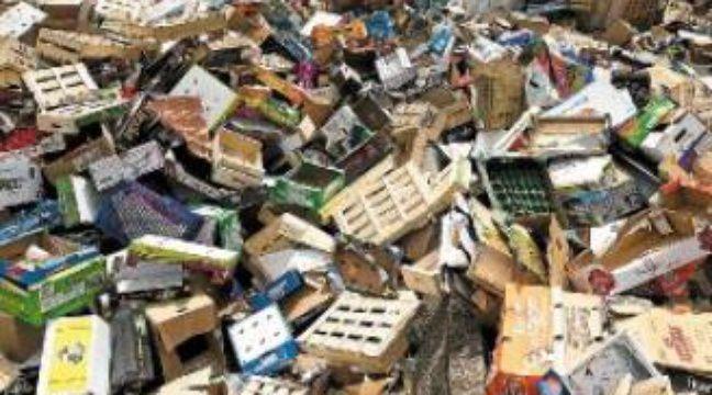 Les cagettes, cartons et plastiques s'entassent depuis une semaine. –  V. WARTNER / 20 MINUTES