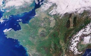 La France vue du ciel. Image satellite. (Illustration).