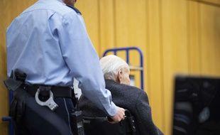 Johann Rehbogen, un ancien garde du camp nazi de Stutthof, est jugé au tribunal de Münster, en Allemagne, le 13 novembre 2018.
