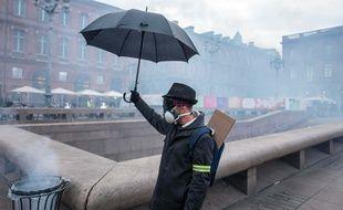 Des fumigènes sur la place du Capitole lors d'une manifestation des