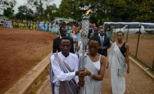 La torche du souvenir qui a fait le tour du Rwanda, durant une procession dans l'arrondissement de Kicukiru le 5 avril 2014. Elle retournera le 7 avril au memorial de Kigali pour marquer les 20 ans du génocide