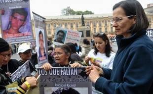 """Une ex-otage de la guérilla des Farc, Clara Rojas, s'oppose à la diffusion en Colombie du film franco-espagnol """"Operacion E"""", qui relate sa captivité au cours de laquelle elle a conçu un enfant avec l'un de ses geôliers, selon des déclarations à la presse colombienne mardi."""