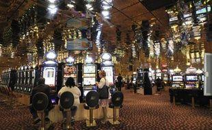 Après trois années dans le rouge, les casinos français sont timidement repassés au vert en 2011 avec une croissance de 1% de leur chiffre d'affaires mais cette évolution cache un bilan contrasté marqué par la baisse d'activité de plus de la moitié des 195 casinos