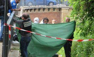Jeudi 26 mai lors de la découverte de la valise contenant le tronc de la victime, sur les berges du Canal du Midi.