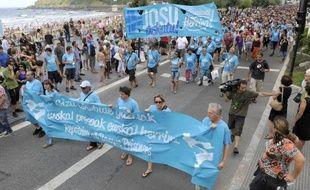 Plus de 200 détenus de l'ETA suivent une grève de la faim dans les prisons espagnoles, rappelant, par ce geste de solidarité avec un des leurs, malade, que la question des prisonniers du groupe armé est désormais au coeur du bras de fer avec le gouvernement.