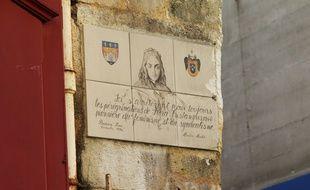 Plaque commémorative, en hommage à Flora Tristan, rue des Bahutiers à Bordeaux.