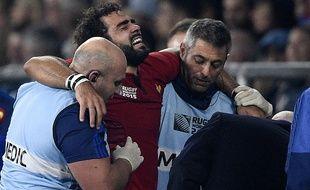 L'ailier de l'équipe de France Yoann Huget après sa blessure contre l'Italie, le 19 septembre 2015, à Londres.
