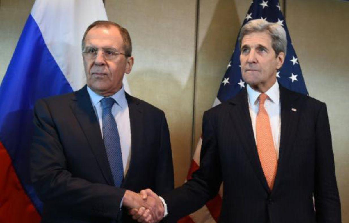 Le chef de la diplomatie américaine John Kerry (d) et son homologue russe Sergueï Lavrov, le 11 février 2016 à Munich – Christof STACHE AFP