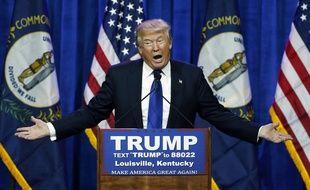 Donald Trump remercie ses supporteurs après avoir remporté au moins six Etats lors du Super Tuesday, le 1er mars 2016.