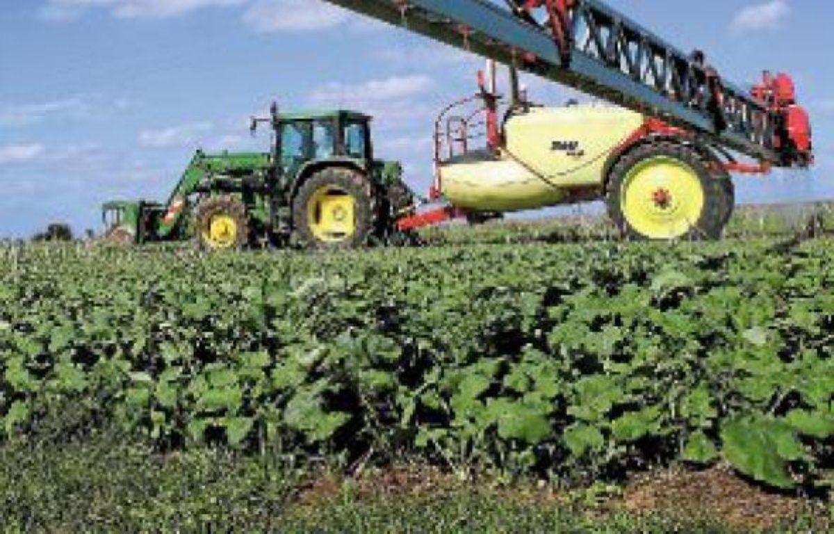 Les agriculteurs s'engagent à limiter les  épandages de produits chimiques. –  GILE MICHEL/SIPA