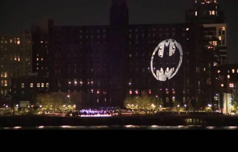 80 ans de Batman : Le « bat-signal » a brillé un peu partout dans le monde