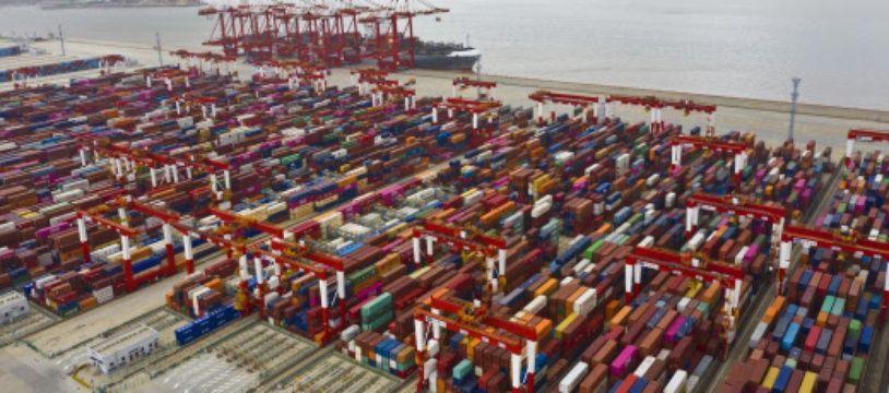 Le port de Shanghai rempli de conteneurs. (illustration)
