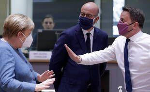 La chancelière allemande Angela Merkel, le président du Conseil européen Charles Michel et le Premier ministre luxembourgeois Xavier Bettel, le 1er octobre 2020.