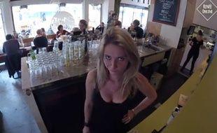 Une serveuse néerlandaise tente de voir si elle récupère plus de pourboires avec ou sans décolleté.