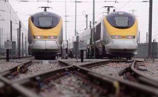 Des fonds canadiens ont remporté vendredi pour 2,4 milliards d'euros l'exploitation de la seule ligne à grande vitesse du Royaume-Uni, qui relie Londres au tunnel sous la Manche, coiffant ainsi au poteau le groupe Eurotunnel, qui faisait figure de grand favori.