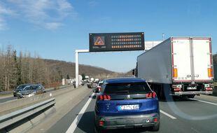 Illustration d'un bouchon sur l'autoroute.