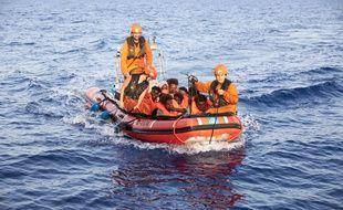 Des membres de l'ONG allemande ont secouru des migrants pour les ramener à bord du navire Alan Kurdi qui pourra accoster à Malte, a-t-on appris dimanche 7 juillet 2019.