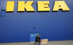 Des clients du magasin Ikea de Bordeaux, en France, le 13 février 2010.