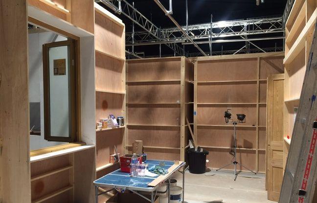 Dans les studios de tournage de la série quotidienne de France 2.