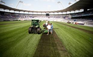 Lors d'une précédente réfection de la pelouse du Stadium en 2011.