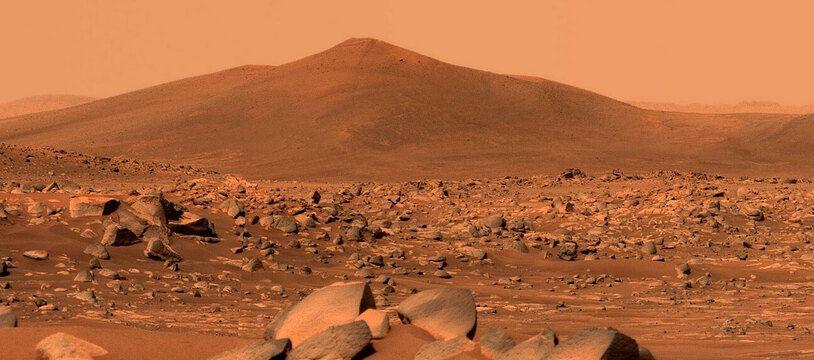 La colline martienne de Santa Cruz photographiée le 29 avril 2021 par le rover Perseverance Mars de la NASA