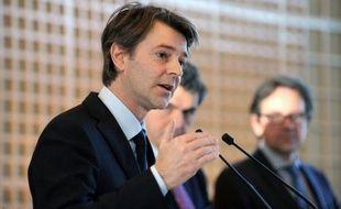 Il reste 700 millions d'euros de prêts à distribuer aux collectivités locales françaises en mal de financement sur l'enveloppe globale de 5 milliards d'euros débloquée par le gouvernement, a fait savoir mardi le ministre des Finances François Baroin.