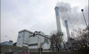 Un incendie, qui s'est déclenché dans l'ancienne usine d'incinération de déchets urbains d'Issy-les-Moulineaux (Hauts-de-Seine), a entraîné dimanche soir l'évacuation par mesure de précaution d'immeubles proches du sinistre, sans qu'il y ait de blessé, ont indiqué les pompiers.
