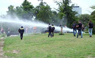 Des heurts ont éclaté à l'issue d'une manifestation contre les mesures anti-coronavirus à La Haye, dimanche 21 juin.