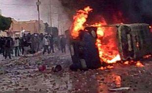 Capture d'une vidéo amateur montrant des affrontements à Douz, Tunisie, le 12 janvier 2011.