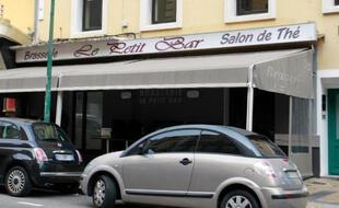 """""""Le Petit Bar"""" à Ajaccio, réputé être le QG d'une bande de malfaiteurs corses, photographié le 8 avril 2013"""