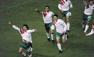 Emil Kostadinov célèbre son but face à la France (1-2) qui envoie la Bulgarie à la Coupe du monde 1994 et élimine les Bleus.