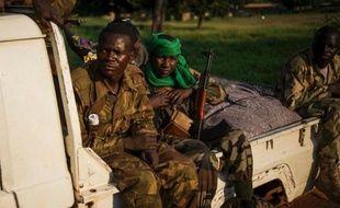 Les soldats français ont étendu dimanche leur champ d'action dans tout Bangui, où de premières tensions sont perceptibles avec des éléments de l'ex-rébellion Séléka, en attendant le désarmement des groupes armés promis par Paris qui doit débuter ce lundi.