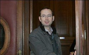 Le tribunal correctionnel de Paris a relaxé vendredi un blogueur, Christophe Grébert, poursuivi en diffamation par la mairie de Puteaux (Hauts-de-Seine), dans un des tout premiers jugements consacrés à ces nouveaux espaces d'expression sur internet.