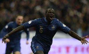 Le défenseur de l'équipe de France MamadouSakho, le 19 novembre 2013 au Stade de France contre l'Ukraine.
