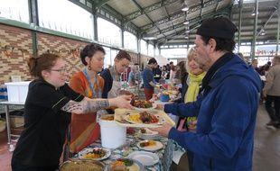 Les visiteurs ont pu déguster des plats réalisés à partir d'aliments récupérés et destinés à être jetés.