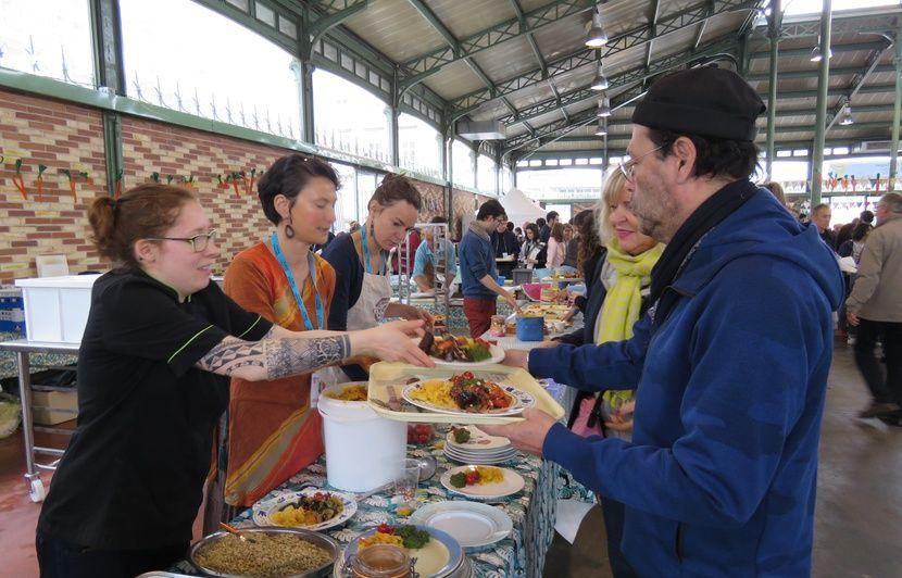 Rennes: Près de 3000 personnes se régalent de repas cuisinés à partir d'aliments récupérés